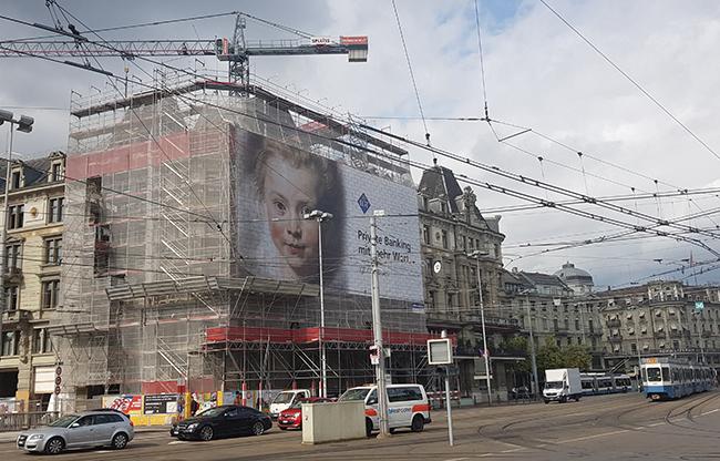 Gebäude Fassade einhüllen