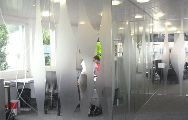 Sichtschutzfolie auf Glas